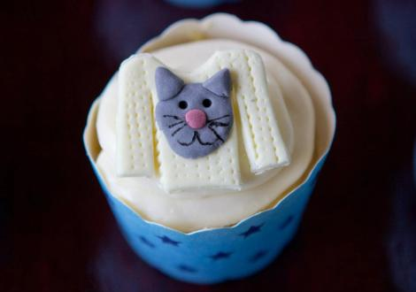 cat sweater cupcakes