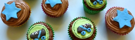 Roller derby mint cupcakes