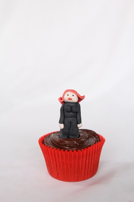 Black widow - The Avengers cupcakes by Cupcaketeer