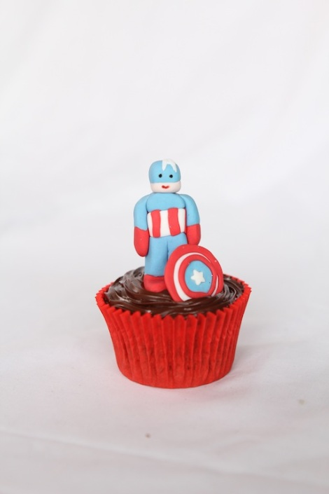 Captain America -The Avengers cupcakes by Cupcaketeer