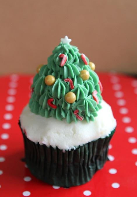 Xmas tree cupcakes by Cupcaketeer