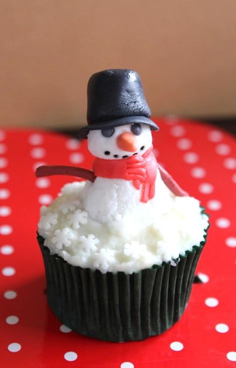 Xmas  snowman cupcakes by Cupcaketeer