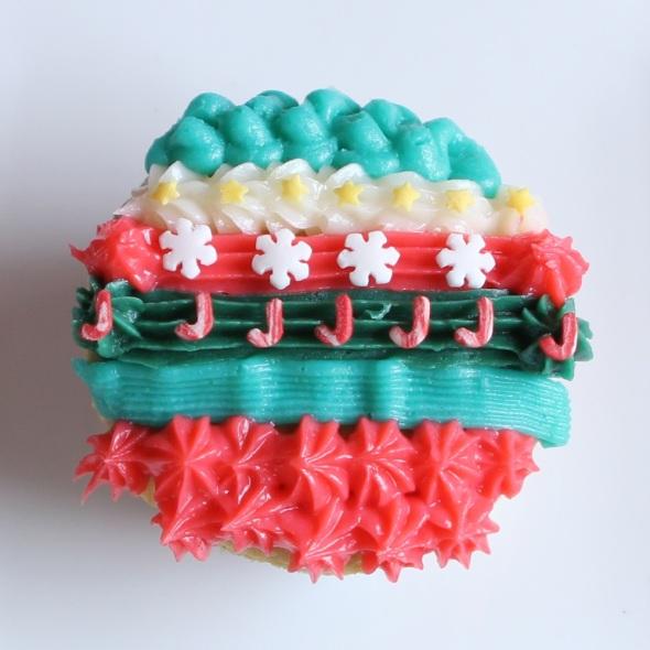 Xmas pattern cupcakes by Cupcaketeer