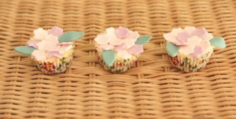 Purple flowers cupcakes