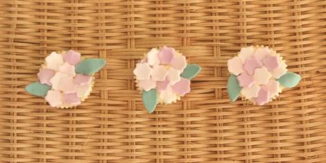 Purple flowers cupcakes