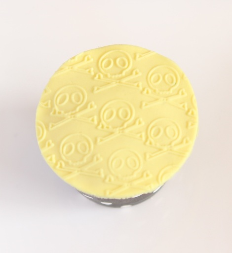 Textured skull cupcakes