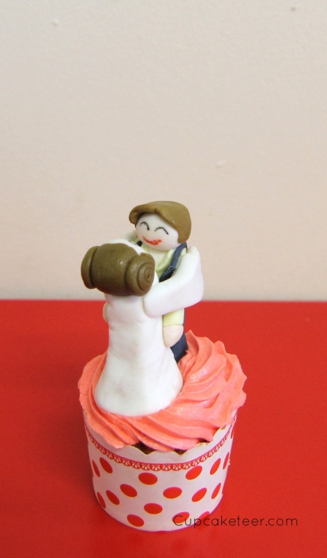 Han Solo and Leia cupcake by Cupcaketeer