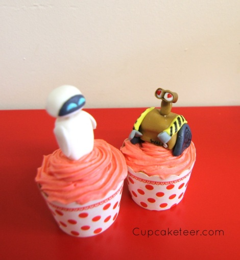WallE and Eva cupcakes by Cupcaketeer